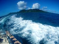 ダイビングボートの引き波