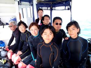 親子三世代でダイビングを楽しむ家族