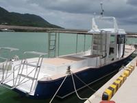 ダイビングボート乗船風景